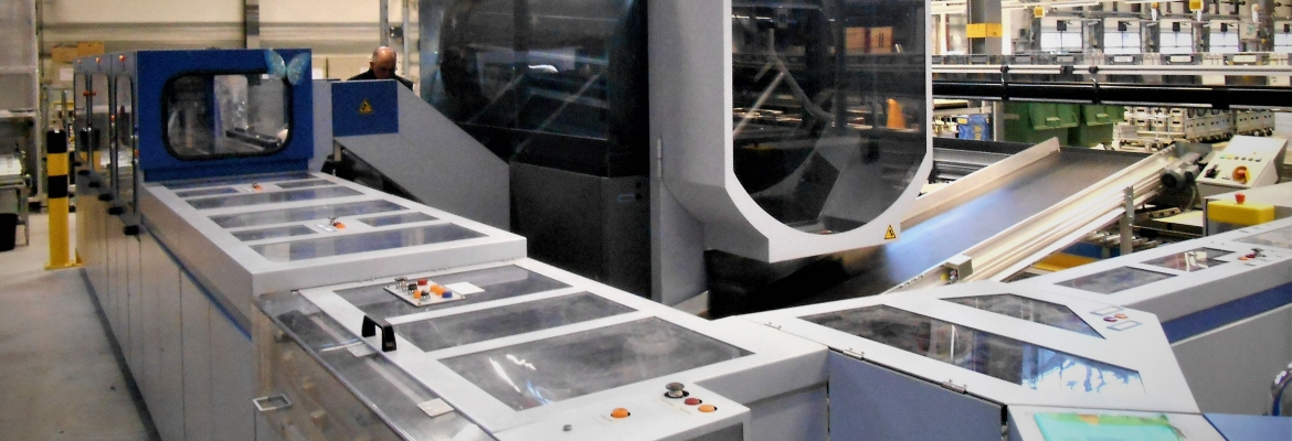 The first sorting machine in the sorting process usually is the CFC (Culler Facer Canceller). It receives bulk mail, sorts out unsuitable mails, checks correct postage and detects orientation of mail pieces and turns them into a defined orientation.